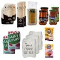 Panier de provisions épicerie: farine, pâte, sucre, riz, levure, sauce
